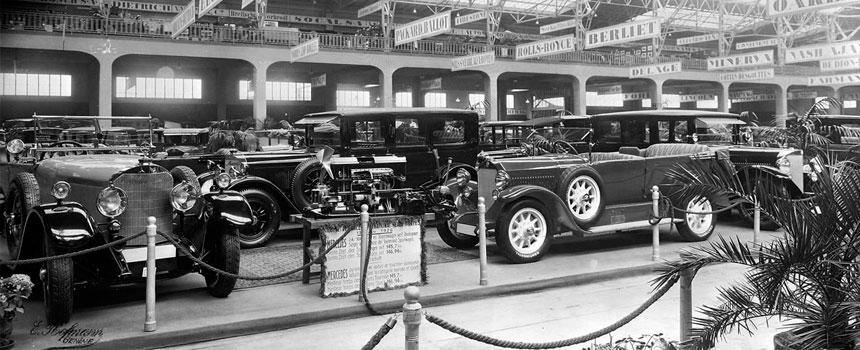 El primer stand de Mercedes-Benz en el Salón del Automóvil de Ginebra de 1926 después de la fusión